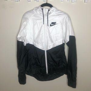 Nike Women's Sportswear Windrunner Jacket!